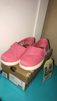 PINK TOMS FOR KIDS SIZE 9