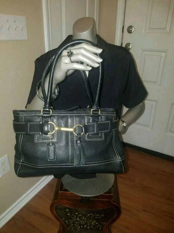 39e3a9630f80 Used Coach Black Pebbled Leather Purse E06S-10212 for sale in McKinney -  letgo