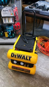 Dewalt 4 gallon air compressor  Mississauga, L4X 1R1
