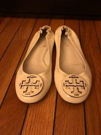 Pair of white tory burch leather flats Washington, 20010