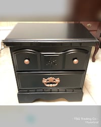Single country nightstand