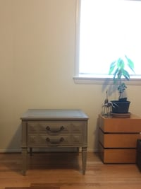 End table/night stand  Silver Spring, 20906