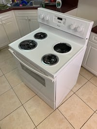 Whirlpool Electric Stove - Very Good! Charles Town, 25414