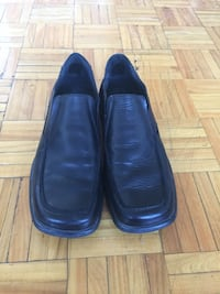 pair of black leather loafers Montréal, H2S 2G3