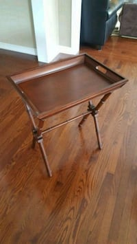 Folding serving table with tray