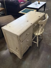 Country Style Pine Desk w/Chair Pawtucket, 02861
