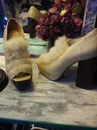Light beige chunky heels with fur size6 North Vancouver, V7N 3T9