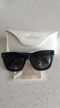 black framed Valentino wayfarer sunglasses with case Calgary, T2E 5B5