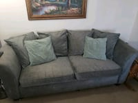 Green sofa in great condition Columbia, 21045