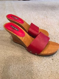 Red Leather Wooden Shoes 5.1/2  Plano, 75093