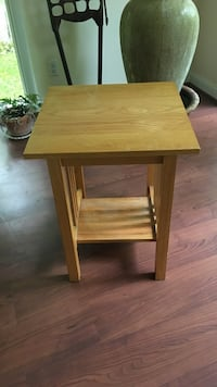 oak end table (4 available) Armonk, 10504