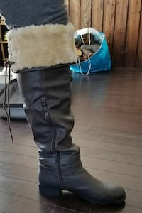 Long boots in very good condition size 6-6.5  Brampton, L6P 0G2