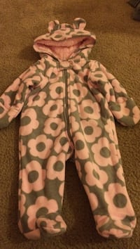 Carters snow suit 3 months  Clay, 13090