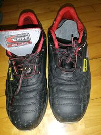 pair of black-and-red Nike basketball shoes Montréal, H8R 2S7