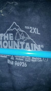 New The Mountain t-shirt
