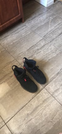 Pair of black nike low-top sneakers Toronto, M1L 3B7