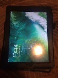 Black ipad4 with black case is in perfect condition and 64gb will consider trades and offers Kelowna, V1X 7E8