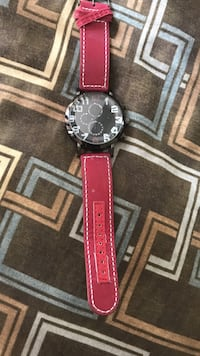 round black chronograph watch with red band Washington, 20002