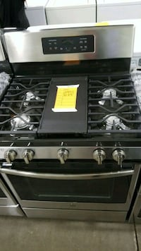 New ge natural gas Stove 30w convection oven  Hauppauge, 11788