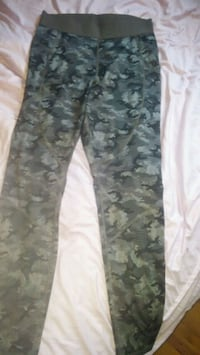 white and black camouflage pants London, N5Z 3A7