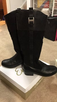 pair of black leather boots Dumfries, 22025