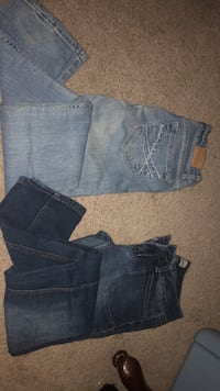 two blue and black denim bottoms Peru, 46970