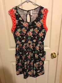 Black, green, and red floral scoop-neck sleeveless mini dress West Linn, 97068