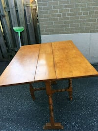 Wooden table fodable Toronto, M1H