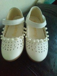 pair of white leather shoes Toronto, M2J 1A9