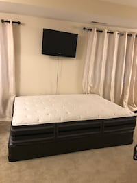 white and black bed mattress Fairfax, 22030