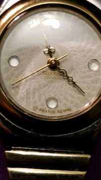 round gold-colored analog watch Gatineau, J8V
