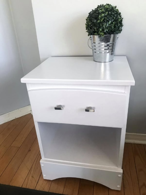Newly refinished night stand /side table 7f3c916f-a893-45c3-91e3-5247dec3f579