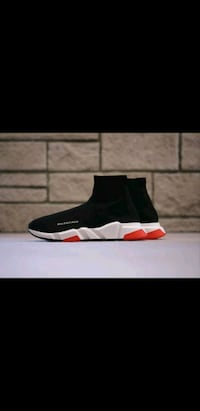 Brand NEW RED BALENCIAGA SPEED TRAINER SNEAKERS  536 km