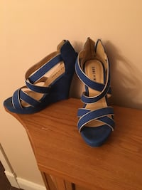 Blue and beige leather open toe wedges