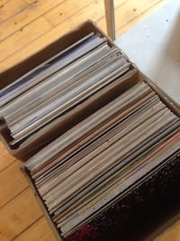 Lotto record di vinile 100 record for sale, house, techno, disco, jazz... For conditions, visit : https://www.discogs.com/seller/monsieurcopstash/profile