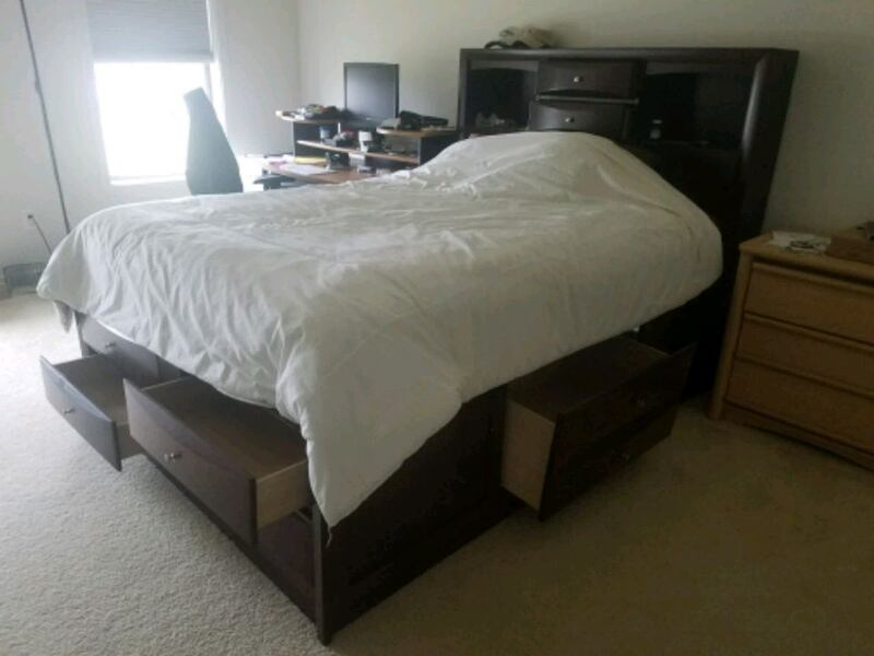 QUEEN BED 53b0fe0e-c3d1-4277-ae07-b6af5ed79a4f