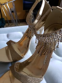 De Blossom Collection Women's Gold Sparkly Heels (Size 9) Coquitlam