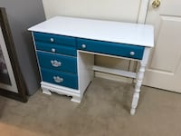 Solid wood desk with 4 drawers Purcellville, 20132