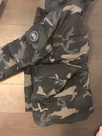 Canada goose winter jacket, bought at CS at Yorkdale mall, size small Toronto, M5A 3W8