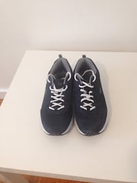 Pair of black-and-white sneakers size 9 Winnipeg, R2M