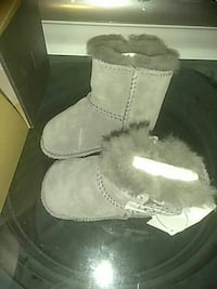 pair of gray suede fur-lined snow boots North Las Vegas, 89032