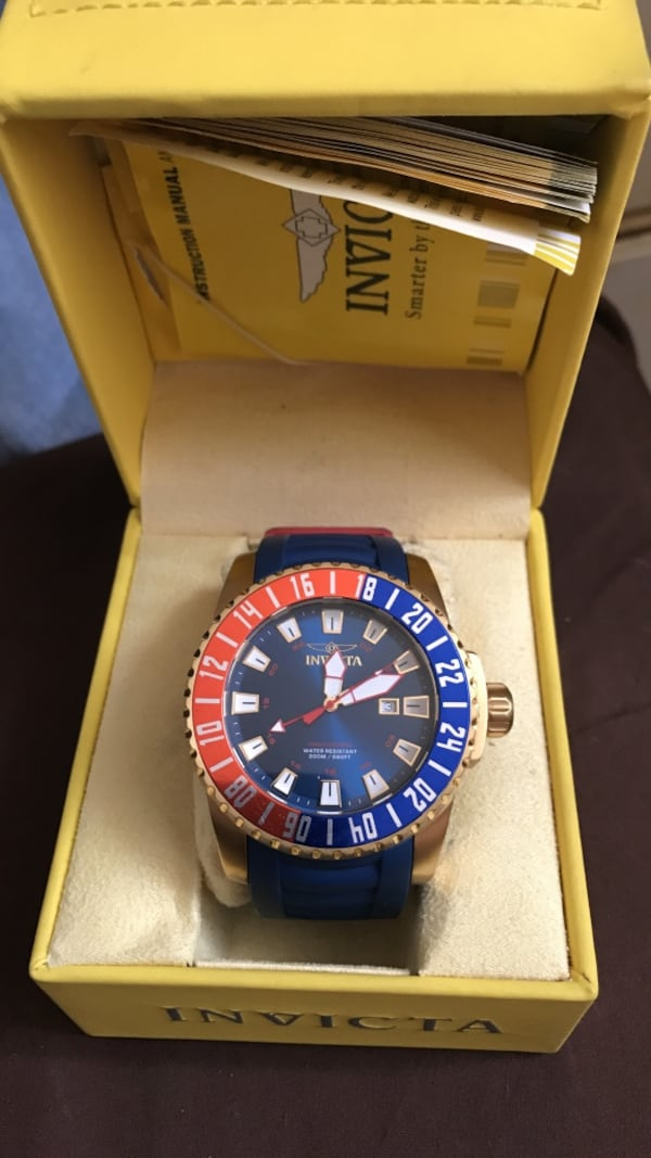 round blue and red Invicta analog watch with box 5169909e-5d40-4a42-a753-6885045886ec