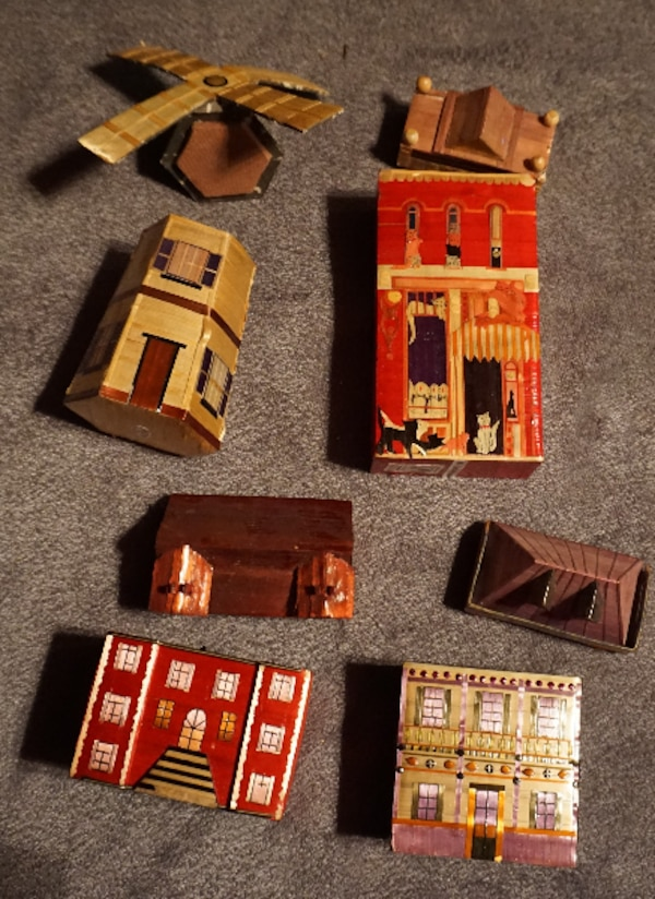 4 LITTLE CHINESE HOUSES     ASKING $25.00    32b62791-5ba1-4782-acb4-59fb3f3a52be