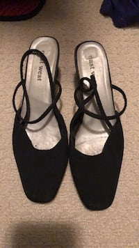 Size 8 closed heels Langley, V3A 0C9