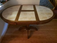 Solid kitchen table! excellent condition Springfield