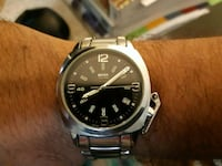 round silver-colored analog watch with link bracel 547 km