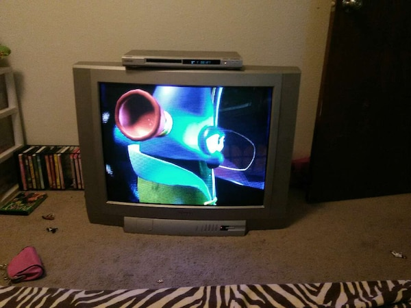 32 in Toshiba Tv And Sony Dvd Player