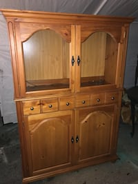 Fabulous wooden china hutch  Derwood, 20855