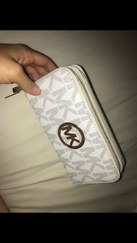 Authentic micheal kors wallet Vaughan, L4H