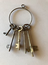 Antique brass key ring with five keys El Cajon, 92020